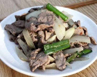 các cách xào thịt bò với hành tây cần tây rau cải mềm ngon mà không bị mất chất phần 1
