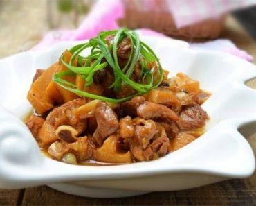 Thịt gà kho măng đậm đà,ngon hết sẩy, đưa cơm ngày cuối tuấn.