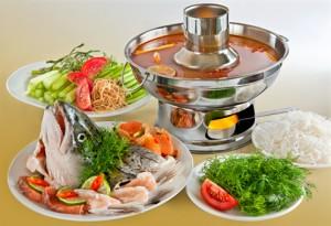 cách nấu lẩu đầu cá hồi măng chua đơn giản ngon nhất
