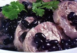 """cách nấu đuôi heo (lợn) hầm đậu đen """"ông ăn bà thích"""""""