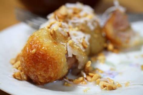 Cách làm bánh chuối nếp nướng đơn giản bằng lò vi sóng