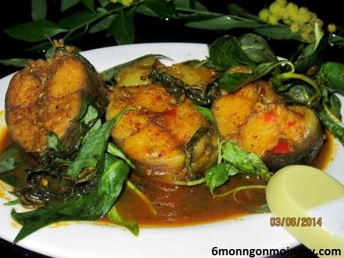 cách nấu cá trê kho rau răm cho bữa cơm được tròn vị