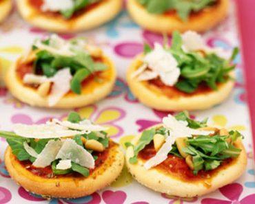 Cách làm bánh pizza nhỏ thơm ngon cực đáng yêu