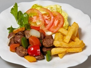 Cách làm bò lúc lắc khoai tây cho bữa cơm đầu tuần