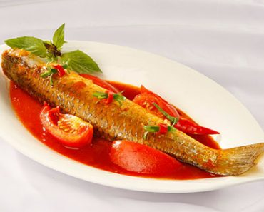 Cách làm cá đối kho cà chua đơn giản đậm đà khó quên