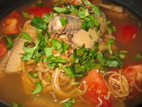 Cách làm cá đuối nấu canh chua bắp chuối cho ngày nghỉ lễ