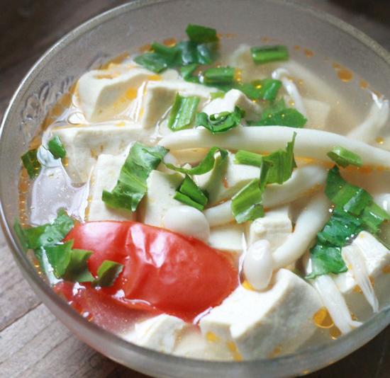 Cách làm canh đậu nấu nấm hải sản đơn giản thanh đạm
