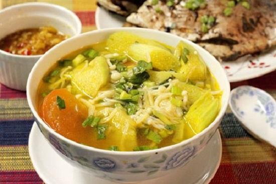 Cách làm canh nấm nấu chua mát dịu cho thực đơn ngày hè