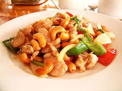 Cách làm gà xào hạt điều biến tấu cho bữa ăn