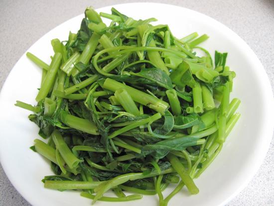 Cách làm rau muống luộc xanh ngon đúng cách