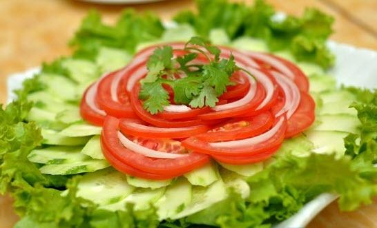 Cách làm salad cà chua dưa chuột tốt cho sức khỏe