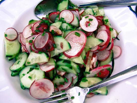 Cách làm salad củ cải dưa chuột giòn ngon cay cực chuẩn vị