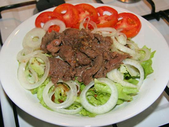 Cách làm salad trộn thịt bò chống ngán cho những ngày nghỉ lễ