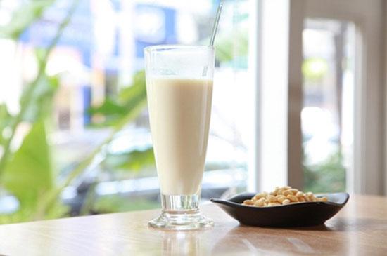 Cách làm sữa đậu nành lạc vừng đậm đặc sánh mịn