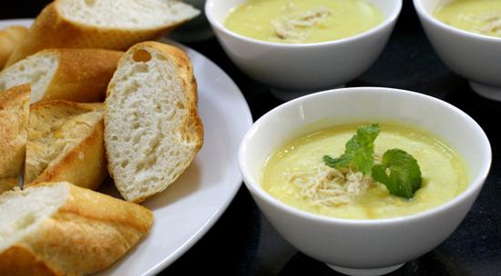 Cách làm súp gà ngô kem cho bữa sáng thêm dinh dưỡng