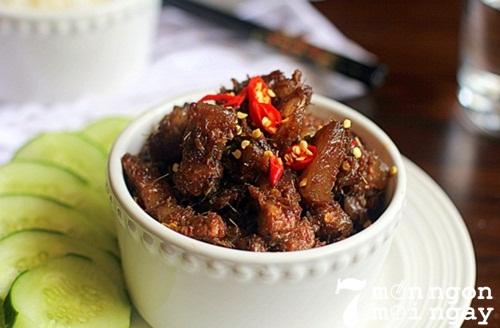Cách làm thịt kho mắm ruốc đậm đà hương vị Việt Nam - hình 1