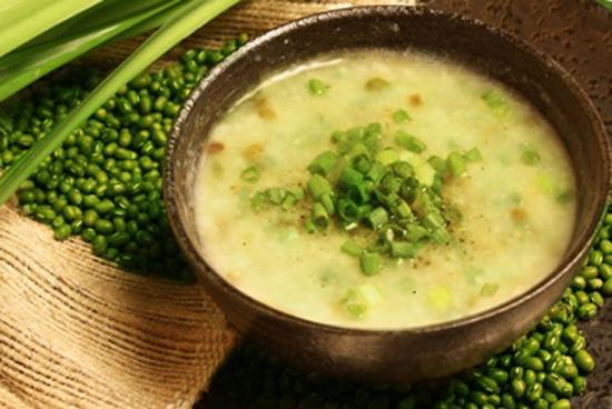 Cách nấu canh đậu xanh và lúa mạch đậm đà cho mái tóc khỏe đẹp