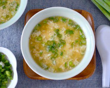 Cách nấu súp đậu Hà Lan trứng gà sự kết hợp hoàn hảo