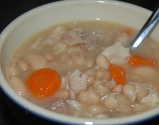Cách nấu súp đậu trắng thịt gà dinh dưỡng cho trẻ nhỏ