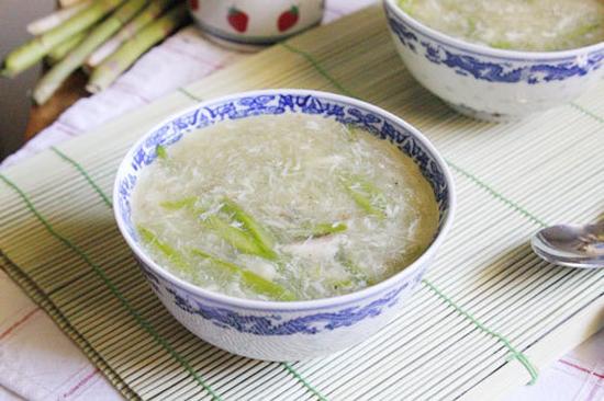 Cách nấu súp gà măng tây lạ miệng ăn là nghiền