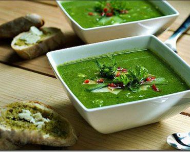 Cách nấu súp kem rau chân vịt mát lành cho thực đơn ngày hè của bé