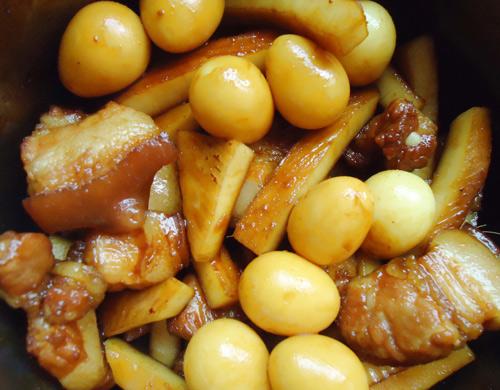 thịt kho dừa trứng cút