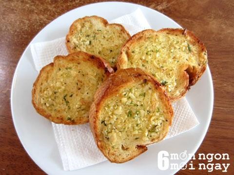 Cách làm bánh mì bơ tỏi thơm nồng giòn ngon khó cưỡng - hình 1