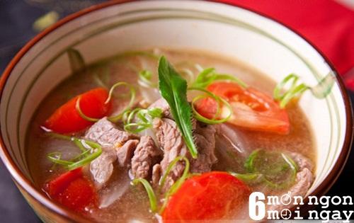 Cách nấu canh thịt bò cà chua cực tốt cho người thiếu máu - hình 1