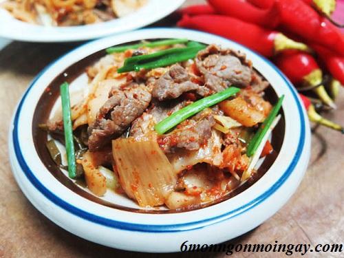Cách làm thịt bò xào kim chi cho bữa cơm thêm ngon miệng