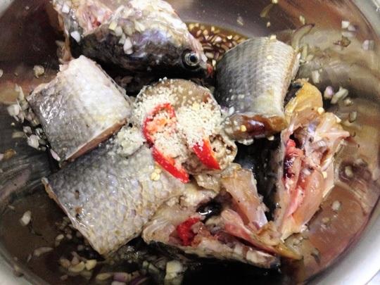 Nguyên liệu cần chuẩn bị để làm món cá lóc kho tộ hình 3